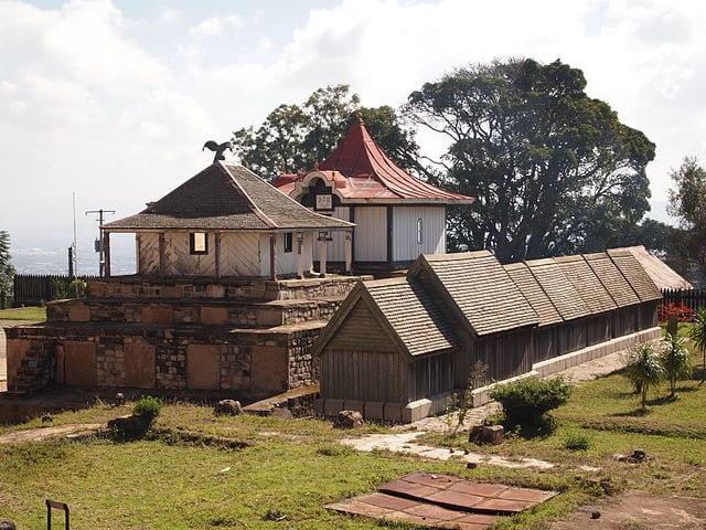 Things To Do In Antananarivo 640px All royal tombs at the Rova of Antananarivo royal palace in Madagascar