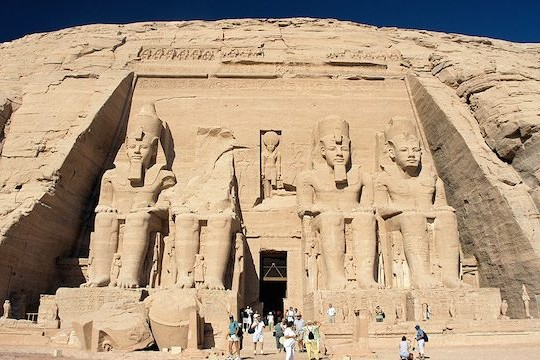 0 Abu Simbel Ramesses Temple front Egypt Oct 2004 640x360