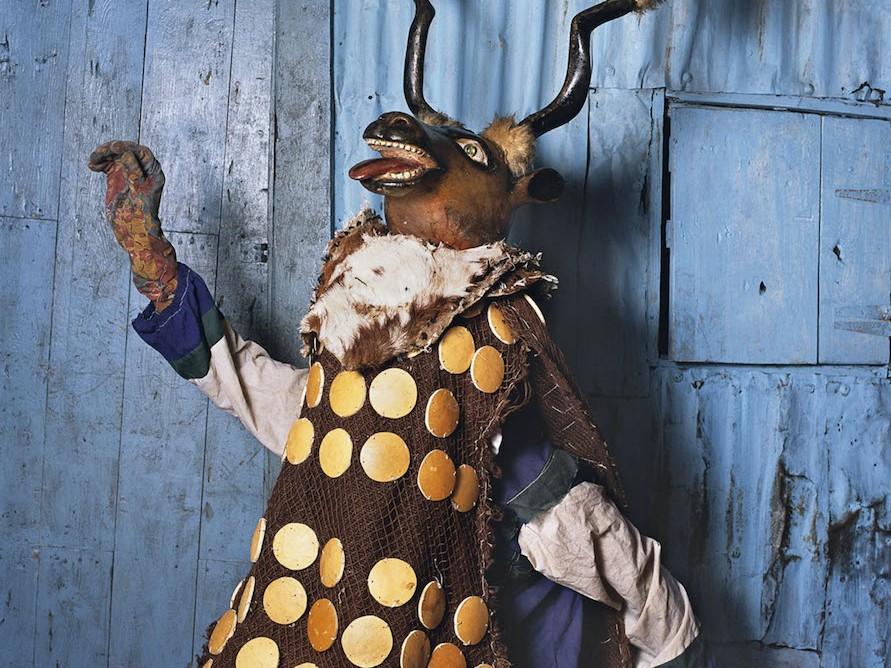 Phyllis Galembo Maske Ringo Big Deer Masquerade1